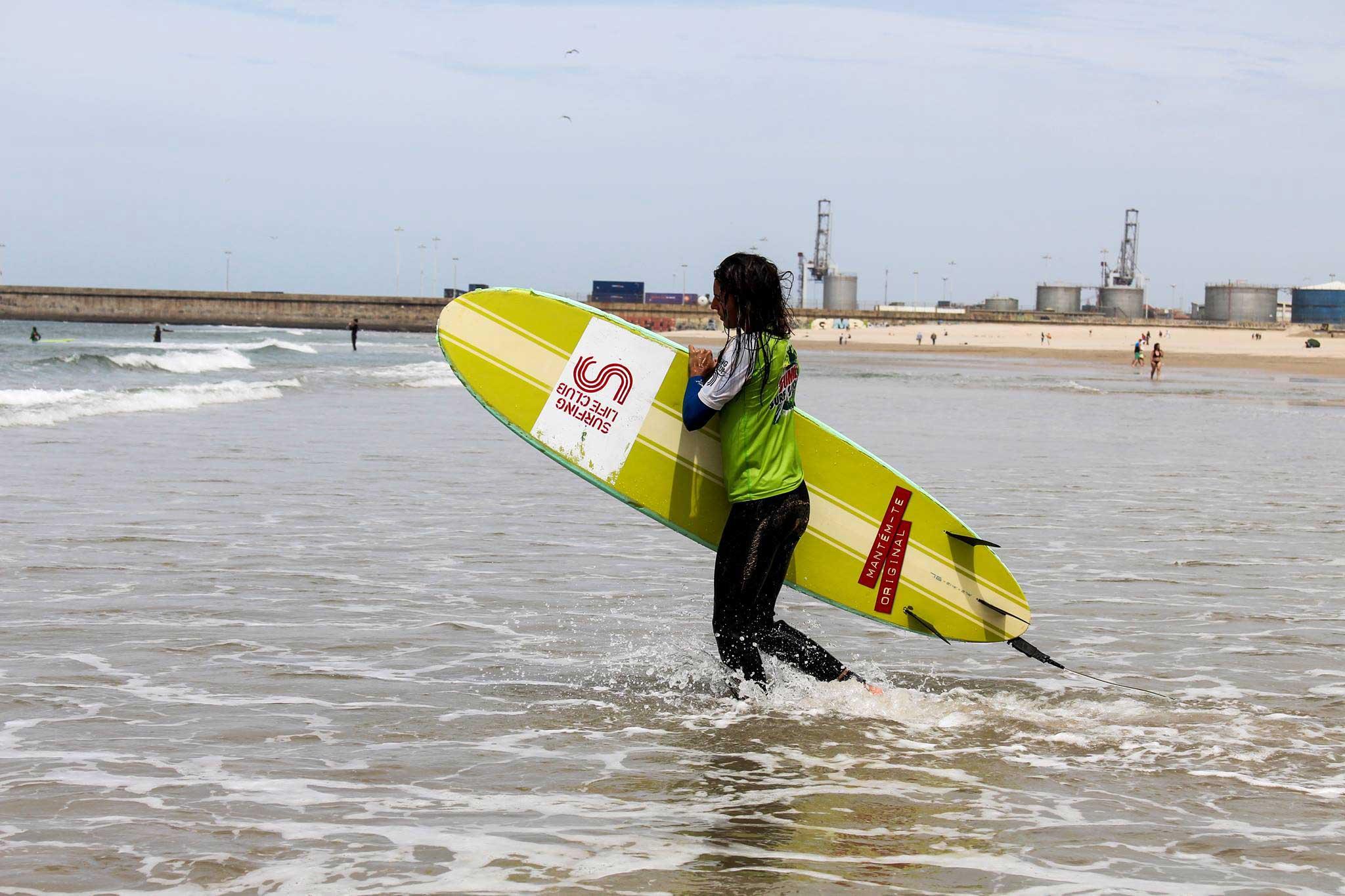 girls surf